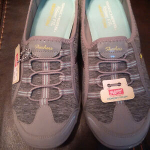 Relaxed Fit from Sketchers Never Worn Size 8 Ladies Shoes
