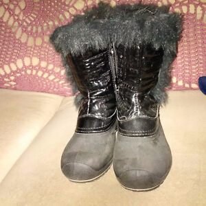 GIRLS WINTER BOOTS; SIZE 4; RATED FOR -30 CELSIUS