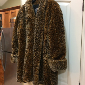 Lady's size 3X Faux 'Leopard' 3/4 length coat