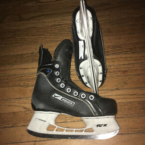 size 3&4 (mens 6)Nike Bauer Supreme Boy hockey skate-one season!