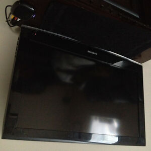32 inch Samsung  20 inch lg plus new Roku for sale