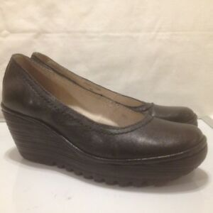 Ladies Fly London Black Leather Pumps With Wedge Heels Size 37M