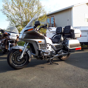 '86 Aspencade, Gold wing. Tour or cruse in style.