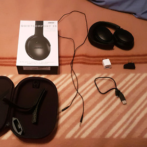 Bose Quiet Comfort 35 Brand New with Wall Plug