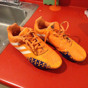 Souliers soccer Adidas gr. 8