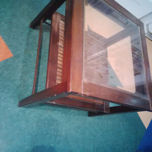 Small glass top end table $25 Kitchener / Waterloo Kitchener Area image 2