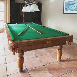 POOL/BILLIARDS TABLE
