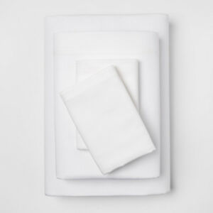 Brand new 4 pc Sateen 300ct White Queen size sheet set