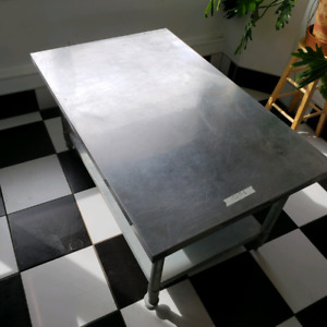Table de stainless