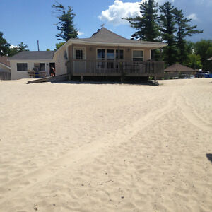 1,2,3,4 & 5 BEDROOM COTTAGES ON BEACHFRONT IN WASAGA BEACH