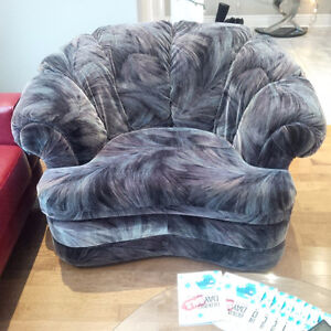 Couch and Chair Great Condition ! Cambridge Kitchener Area image 3
