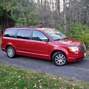 2008 Chrysler Town & Country Extended Van