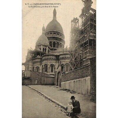 [75] Paris - Montmartre. Le Sacré-Coeur, pris Rue de la Bonne.