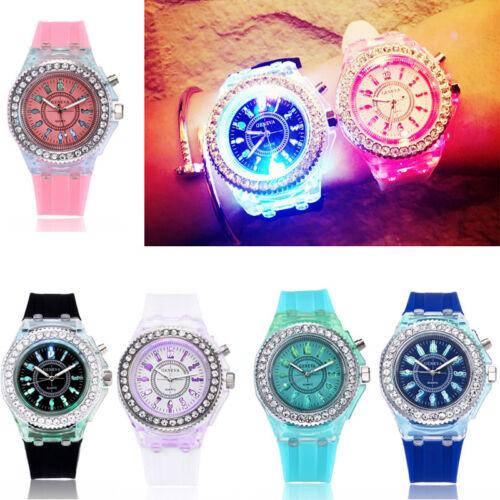Silikon Uhr Damenuhr /Herrenuh LED Bunte Leuchtet bei Dunkelheit Gummi Kinderuhr