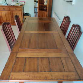4-6 Seater Extendable Solid Oak Dining Table. Plus four chairs.