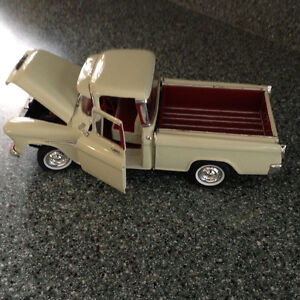 FOR SALE:  1955 CHEVY 3100 CAMEO - 1:18 scale DIECAST