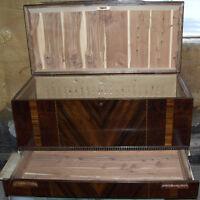 Coffre de cèdre antique avec tiroir / Antique Cedar Chest