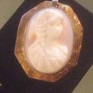 Beautiful Antique Chinese Carved Coral 10K Gold Cameo pendant Br