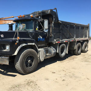 MACK DUMP TRUCK RB TRI AXLE FOR SALE