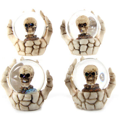 Totenkopf Schneekugel in Skeletthand Gothic Skull Dekoration 6,5 cm Mystik Deko