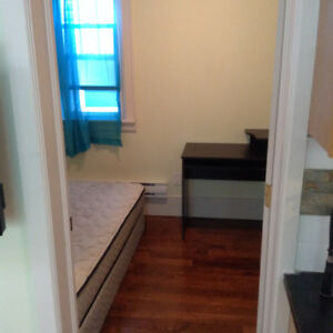 ROOM TO RENT  ON QUINPOOL ALL INCLUDED