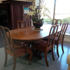 Solid wooden dining set w/6 matching chairs