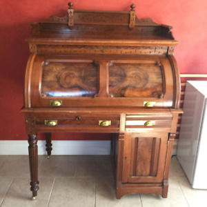 Beautiful Antique Roll Top Desk