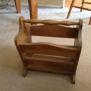 *DUTCHCRAFTERS* AMISH Hardwood Magazine Rack in EXCELLENT SHAPE