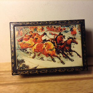 ANTIQUES LACQUER BOX FEDOSKINO RUSSIA FAST TROIKA DRIVING