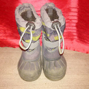 Columibia toddler boots size 8
