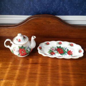 Poinsettia Teapot and Serving Plate