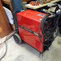 Lincoln powermig 255 - Powerful unit! Clean and digital readout.