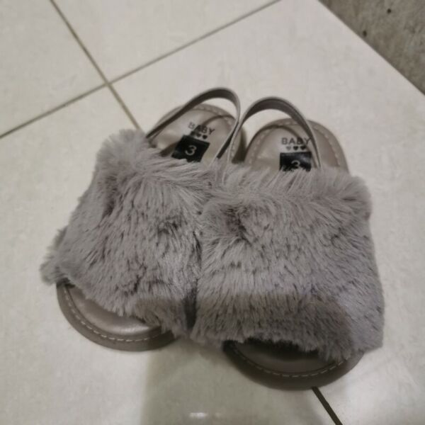 Baby shoe grey furry size 3