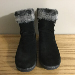 LADIES WINTER BOOTS- LIKE BRAND NEW