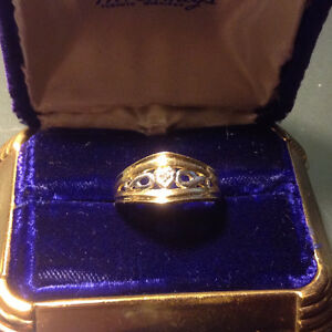 Collectibles 10k Solid Yellow Gold Diamond Ring  size 8 , 2.8 gr