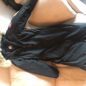 Size small Canada Goose winter jacket ( long ) for only 245$ !!