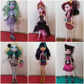 Monster high dolls £5 each draculaura lagoona cleo twyla F