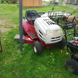 White Outdoor L160H Riding mower