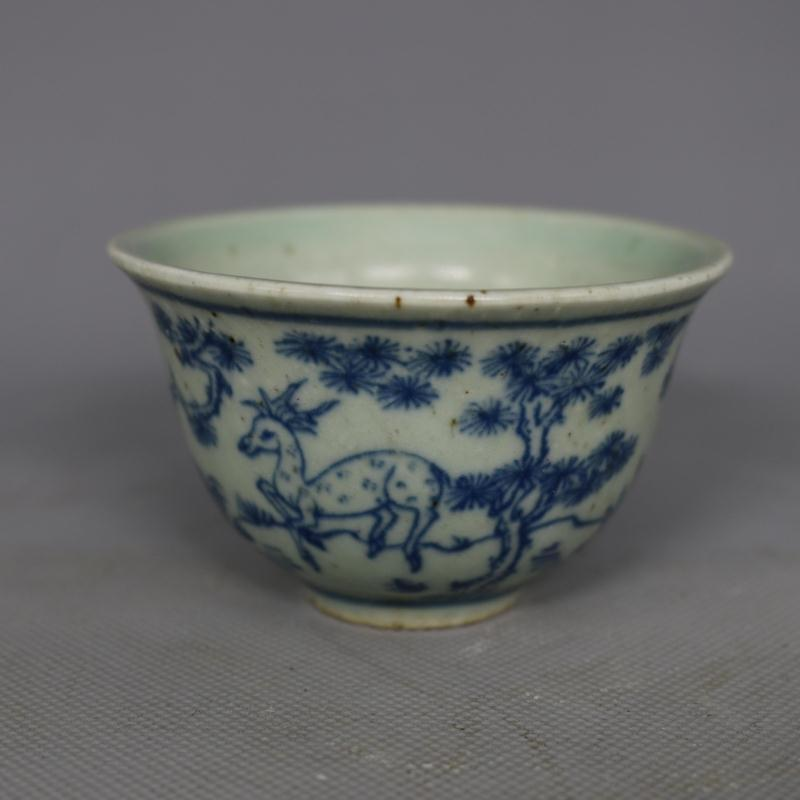 Chinese Old Pea Green Glaze Blue and White Flower Pattern Porcelain Tea//Wine Cup