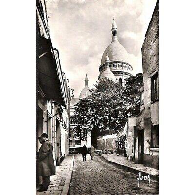 [75] Paris - La Basilique du Sacré-Coeur vue de la rue du Chevalier-de-la-Barre.