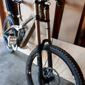 2009 Trek Session $1800 obo