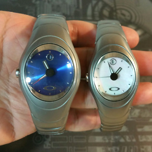 OAKLEY TIME BOMB ICON WATCH