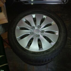 Snow tires and rims 205/55/r16 Oakville / Halton Region Toronto (GTA) image 2