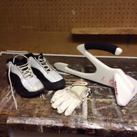 Women's curling shoes, gloves and sliding crutch