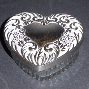 SILVER PLATED & GLASS HEART-SHAPED TRINKET BOX -- MINT