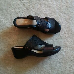 Naturalizer black sandals size 7 Kitchener / Waterloo Kitchener Area image 1