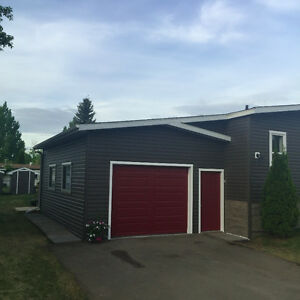 Spectacular 3 BR, 2 Bath Mobile with attached garage - Evergreen
