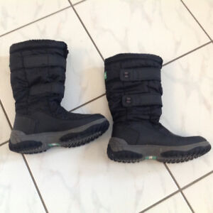 Cougar Youth Size 3 Black Winter Boots