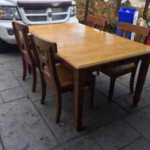Pottery Barn 4 Piece Table with Leaf Extensions Windsor Region Ontario image 1