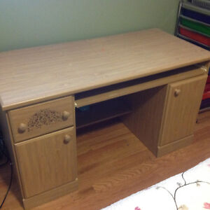 Beautiful desk for young girl